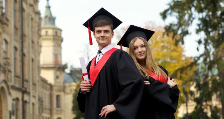 アメリカ大学卒業,難しい,難易度