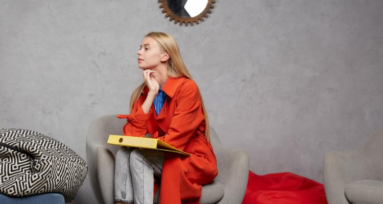 イギリス大学進学に悩む女子学生