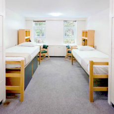 私費留学先の高校 寮の部屋のイメージ