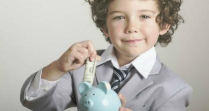 語学留学で節約している男の子