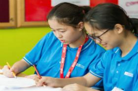 シンガポールで英語を楽しみながら学ぶ女子生徒達